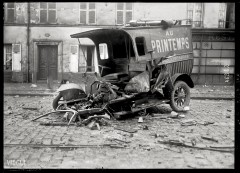 Explosion de 1916 à Saint-Denis, automobile du magasin Au Printemps